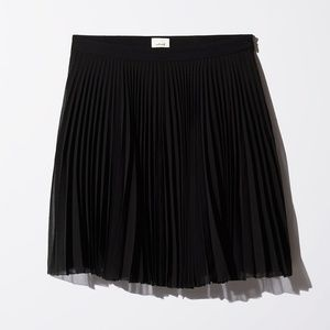 Aritzia Wilfred pleated mini skirt